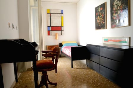 single bedroom with wi-fi and central heating - Apartamento