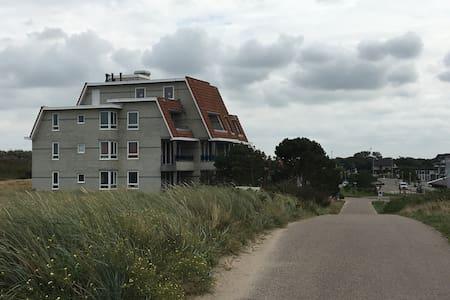 Dichterbij het strand kunt u niet overnachten! - Callantsoog - Wohnung