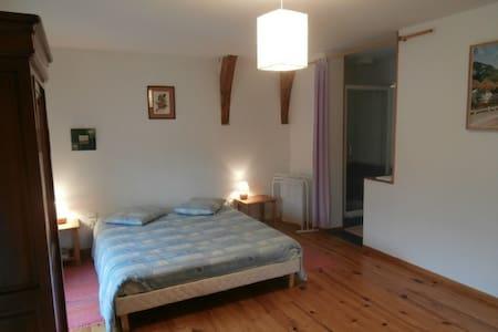 """Chambres d'hôtes """"La Tonnelle"""" - Aamiaismajoitus"""
