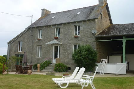 Beautiful Breton Farmhouse, tastefully restored - Trédias