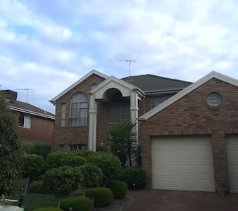 Nearby The Glen Shopping Center - Glen Waverley - Villa