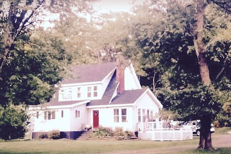 4 BDRM/ Luxurious renovated FRMHSE - 8 Min to HITS - Saugerties