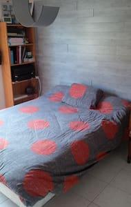 Belle chambre tout confort - LA CHAPELLE DU GENET - House