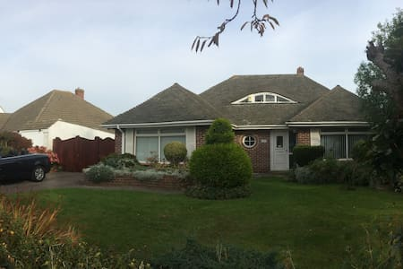 Detached bungalow near beach - Hayling Island