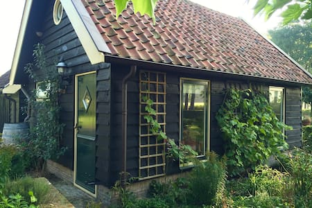 ROMANTIC COTTAGE (BAKHUIS) ON COUNTRY ESTATE - Nijkerk - Pension