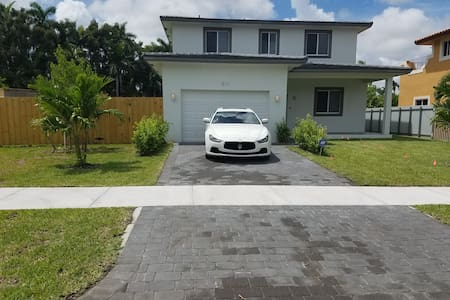 Brand New Luxury near Beach Private Pool 3BD/3BATH - Miami - Huis