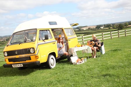 A beautifully restored VW Camper - Campingvogn