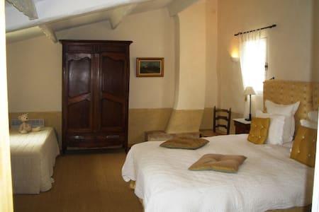 Mas de la Boissiere B&B Cucuron - 6 rooms - Bed & Breakfast