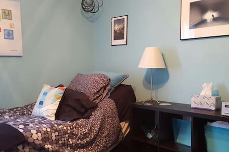 Private Sky Room w/hot tub in ATX - Casa