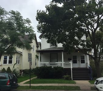 Clean•Bright Evanston 2 bedroom - House
