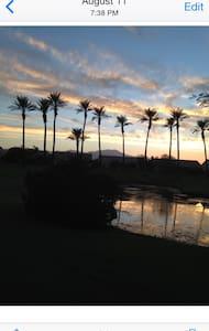 Chic Guest Quarters w/ private door - Palm Desert - Bed & Breakfast
