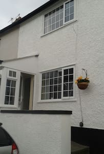 Conwy cosy cottage sleeps 4 + cot - House