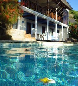 Villa Gaia, Chambre Baliste au bord de la piscine - Villa