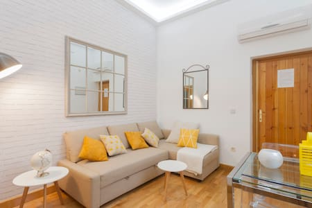 * Madrid City Center Santa Ana * - Madrid - Apartment