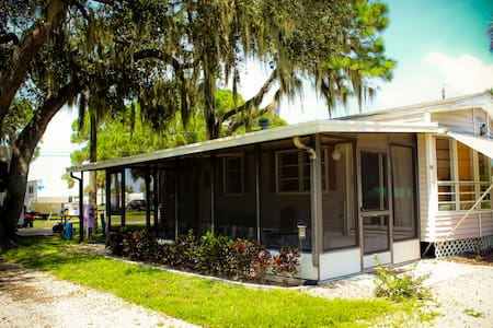 Frog Creek RV Resort - Kayak/Canoe - Tropical Pool - Palmetto - Bungaló