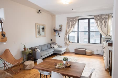 Large 1 bed apt in heart of Williamsburg - Apartment