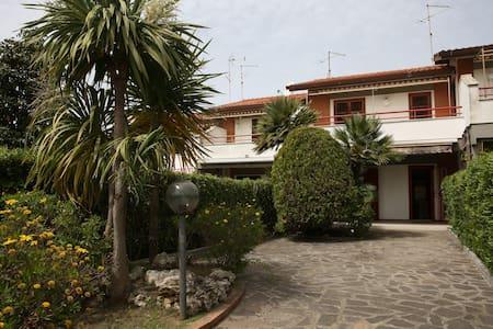 Villa ad Anzio(località Cincinnato) - House