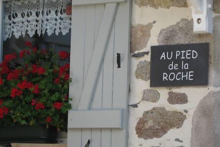 Au Pied de la Roche, Gite 2 - Roche-en-Régnier - Appartement