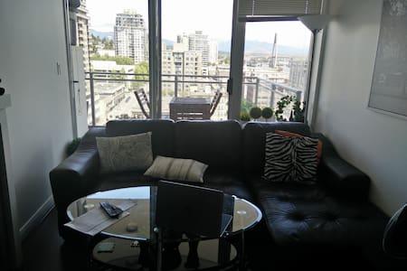 above the skytrain - Apartment