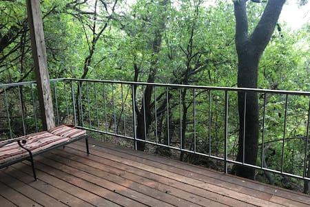 Tree House Condo in Northwest Hills - Condominium