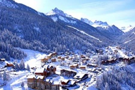 Duplex, pied des pistes écoles de ski et commerces - Byt