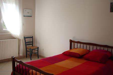 2ème Chambre dans villa ensoleillée - Saint-Victoret - Villa