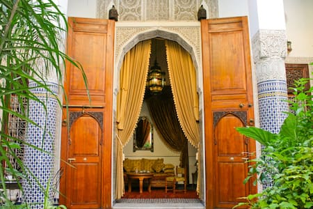 Lovely Double Room, TOP Location, Riad Louna B&B - Aamiaismajoitus