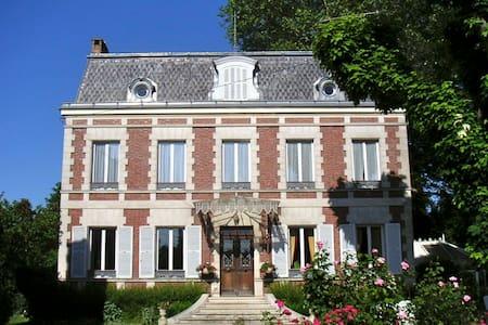 Le Manoir du Pont Cagé - Boissy-sous-Saint-Yon - Pension