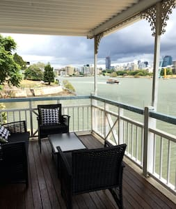 River location 2.5k to CBD - Apartment