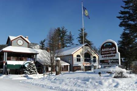 Attitash Mountain Village Ski Vacation, New Years - Apartament