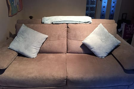 Comfortable pull down couch in quiet, cosy house. - Glasgow - House