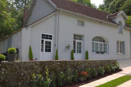 Maison Madeleine - House