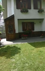 DOGANACCIA: Romantica bifamiliare con giardino - Doganaccia - Hytte (i sveitsisk stil)