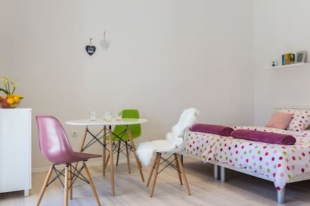 CANDY apartment-near center,bus+free parking place - Zadar - Apartment