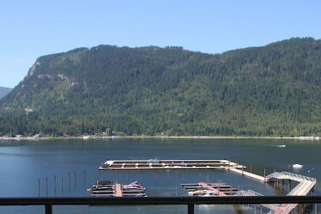 Lake Front Million Dollar Condo - Condominium