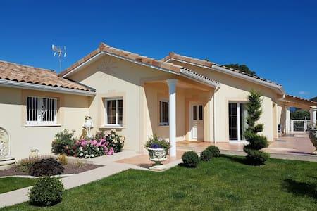Chambre proche ville et campagne. - Saint-Marcel-lès-Valence - Casa