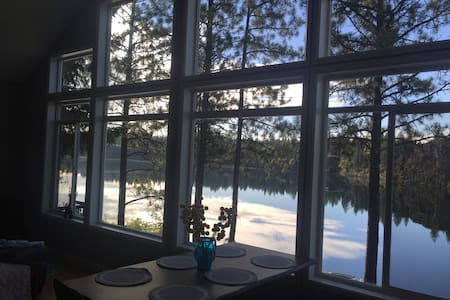 Lakefront Cottage - Cheney - Cabaña