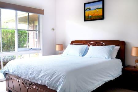 Vineyard View Private Room - Bed & Breakfast