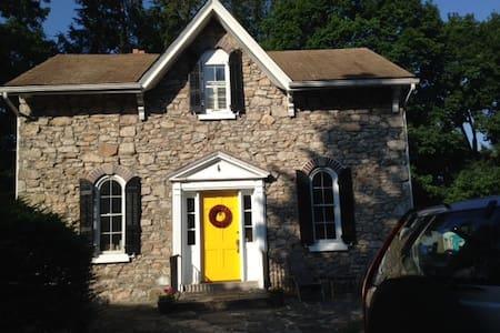 Spacious, stone oasis - Plymouth Meeting - House
