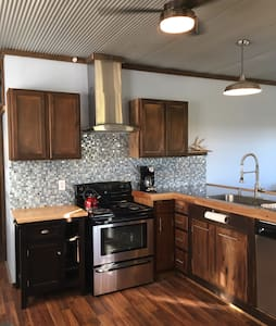 Sandstone Point Vacation Home, Southeast Ohio - McConnelsville - House