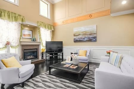 private, cozy room with bathroom in a luxury house - Richmond - House