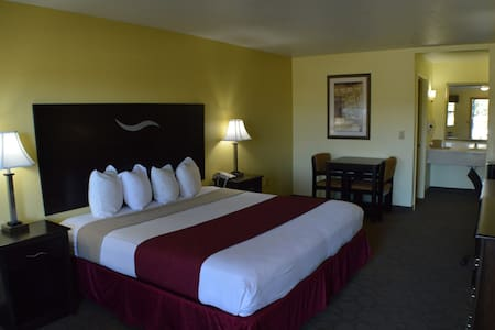 King bed hotel room w/Breakfast (Scottish Inn) - Fort Worth - Andere