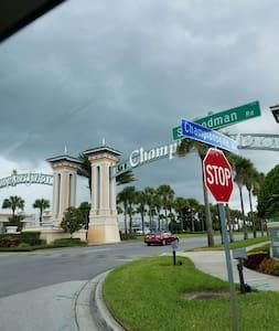 Modern Resort condo near Disney @ Champion's Gate - Davenport - Lägenhet