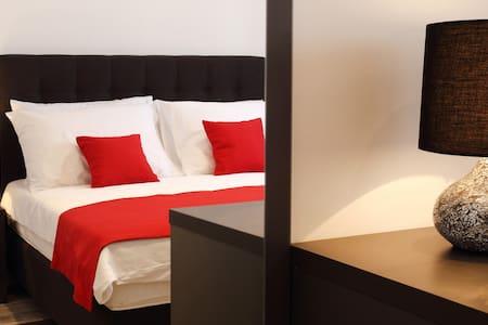 Double room in a pool&spa Villa (breakfast incl.) - Split - Bed & Breakfast