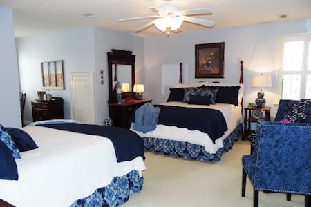 Caroline's Bed And Breakfast ~ - Bed & Breakfast