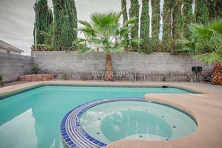 Lisa&Nadia's Sunny Getaway Paradise - Las Vegas - House