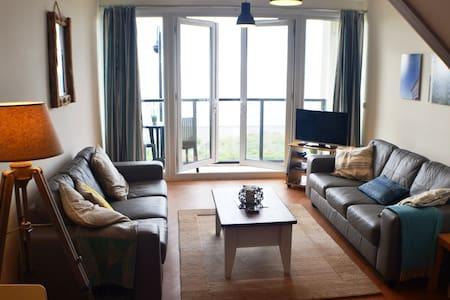 Stunning Apartment overlooking Pwllheli Beach. - Lägenhet