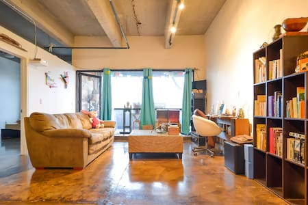Sunny, modern loft in arts district - Loft