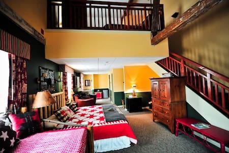 Signature Loft Suite at The Common Man Inn & Spa - Otros