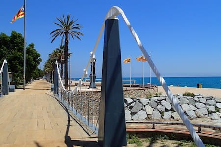 VISTA: BARCELONA, BEACH & MOUNTAIN - Canet de Mar